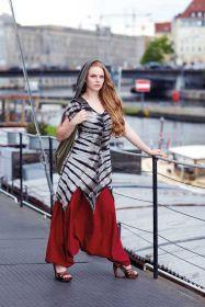 Kleid mit Kapuze, Tunika